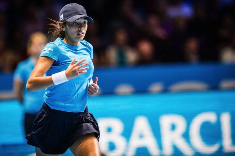 Strange supports Barclays Ball Kids programme